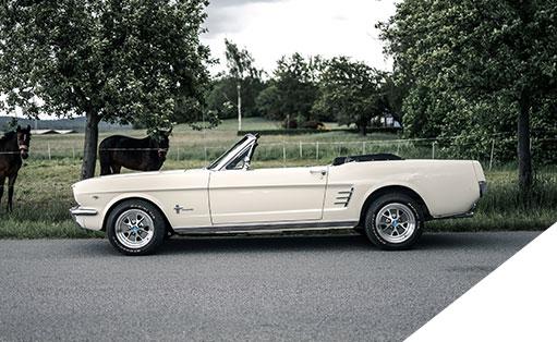 Mit einem 1966 Ford Mustang Cabrio die Straßen erobern? Wir - das V8 Werk - vermieten das Cabrio