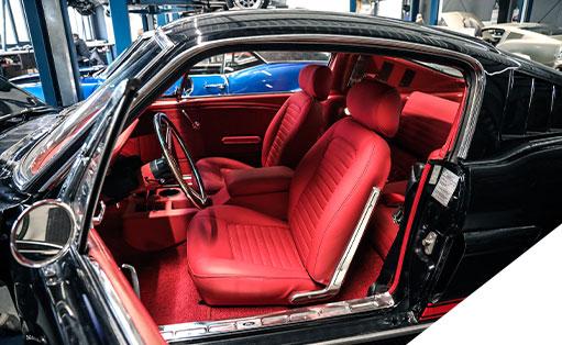 Sattlerarbeiten gehören zum Leistungsumfang des V8 Werk.
