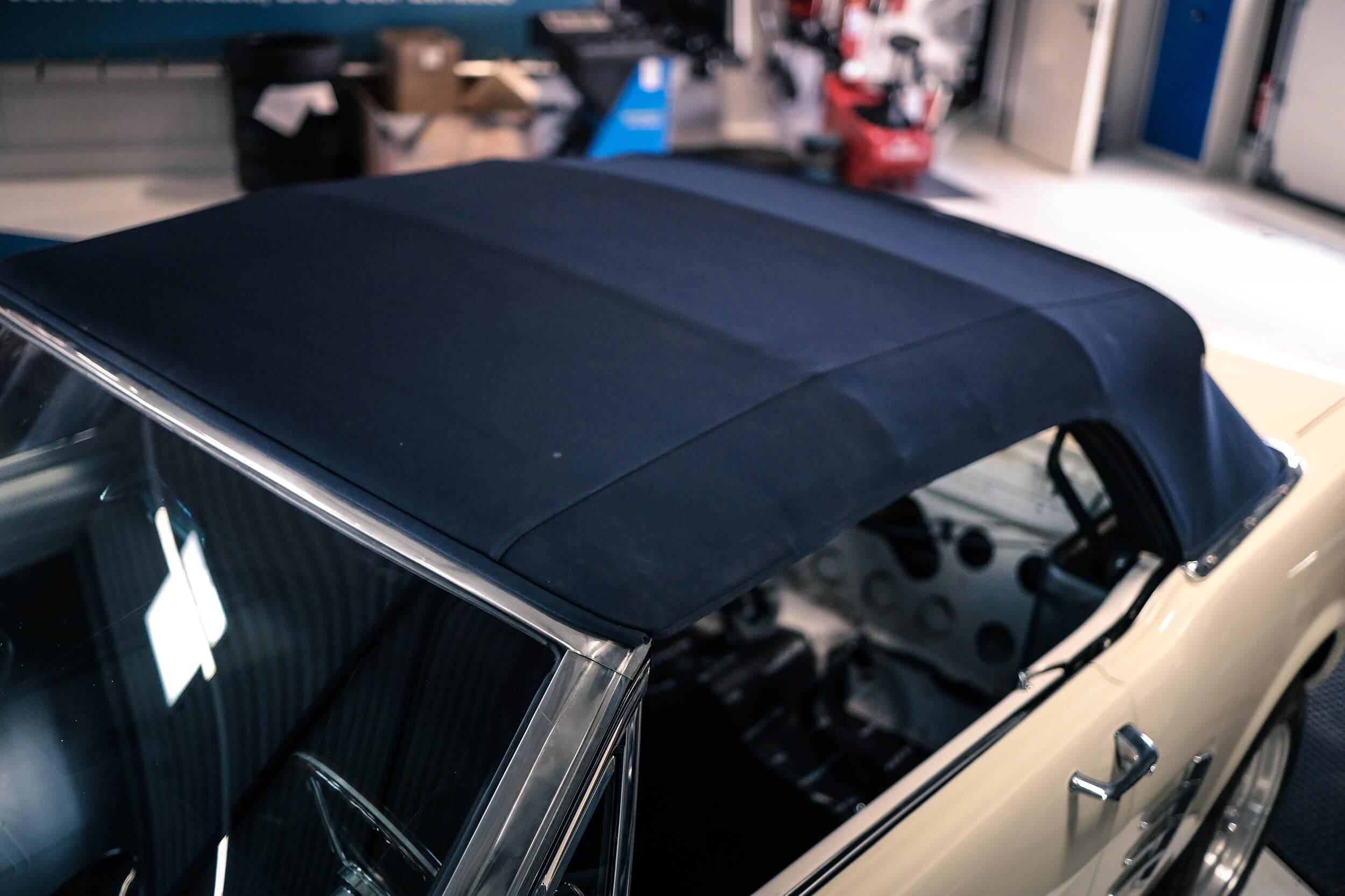 Autosattlerei Pirna: ebenfalls zum Leistungsumfang der Sattlerarbeiten im V8 Werk gehören Softtops.