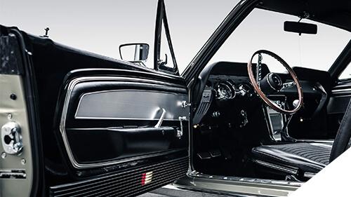 Autosattlerei Pirna - V8 Werk: das Vinyl Interieur des 1967er Ford Mustang Fastback wurde sorgfältig aufgearbeitet.