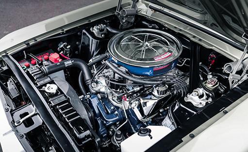 originalgetreue Restaurierung von Ford Mustang und Chevrolet Corvette C1 und C2 - im V8 Werk