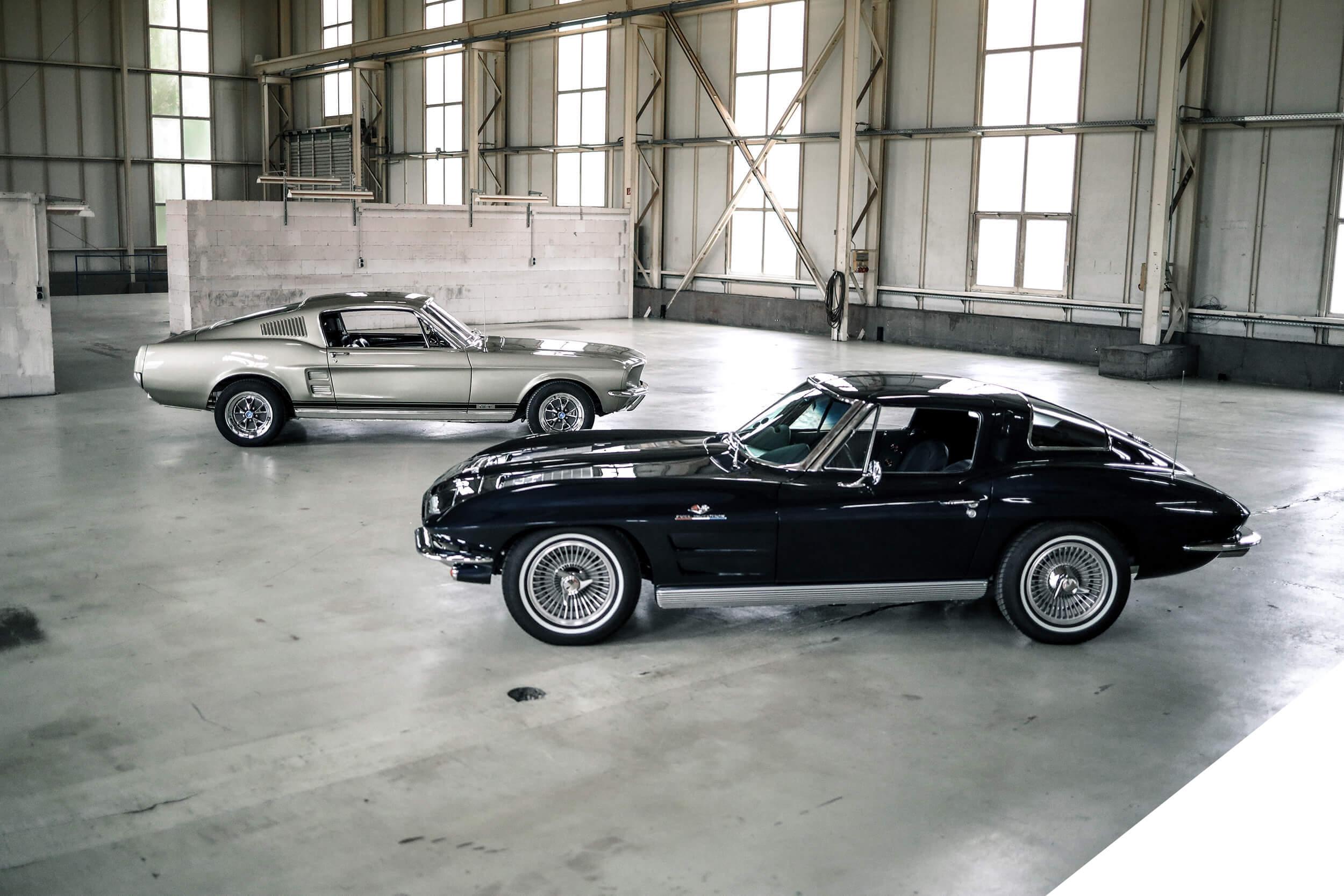 originalgetreue Restaurierung von Ford Mustang und Chevrolet Corvette V8 Werk